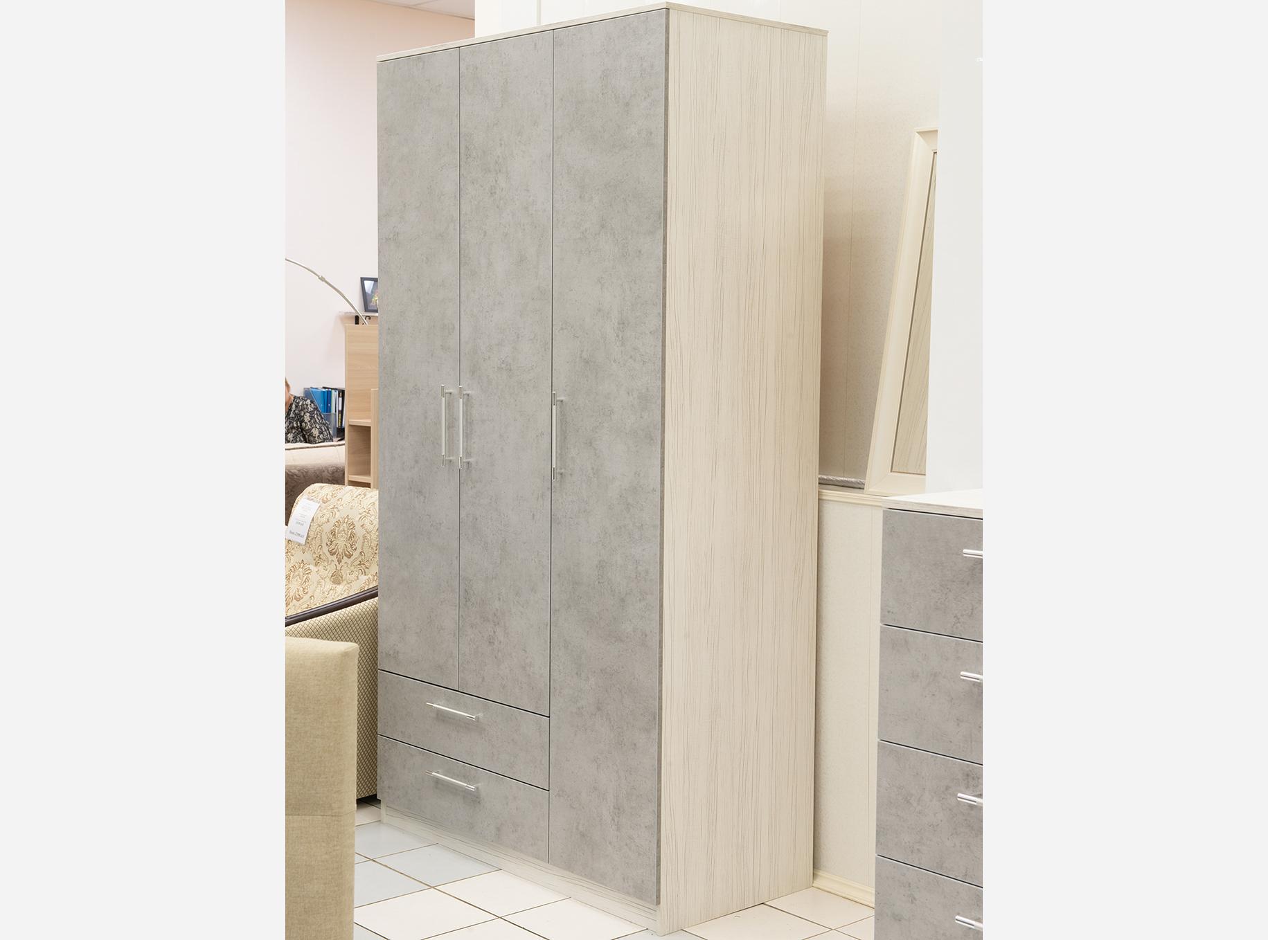 Шкаф трехдверный с ящиками